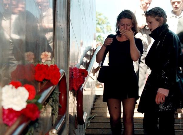 Давка на «Немиге». Минск (Белоруссия), 30 мая 1999 года. В кафедральном соборе, расположенном возле станции метро «Немига», тихо поругивались. Прихожане молились в честь дня Святого Духа, но