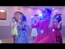 Девочки приготовили танец для мальчиков на выпускной