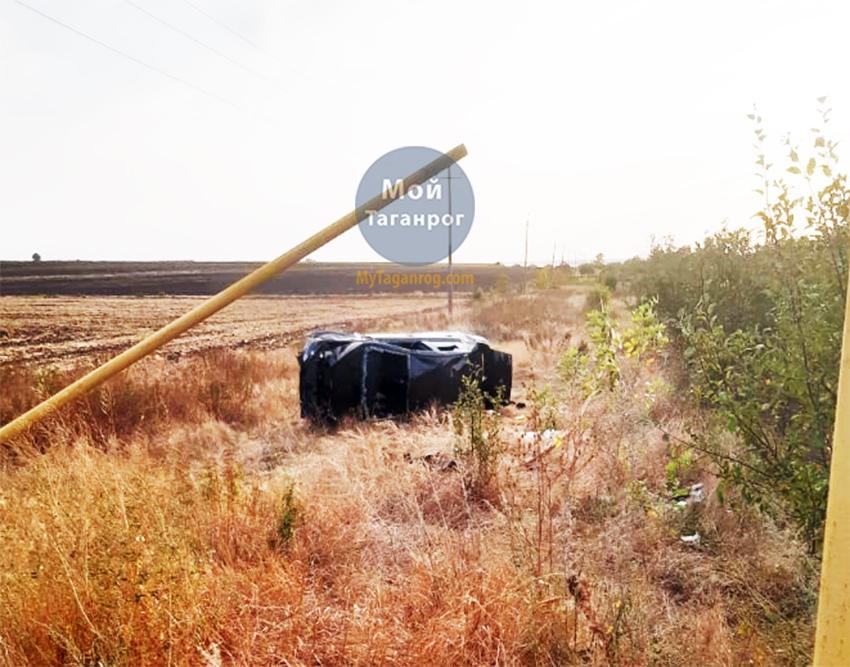 Под Таганрогом перевернулся Mitsubishi Lancer, один погибший, один пострадавший