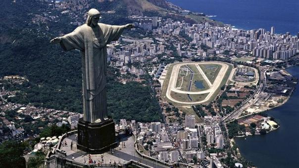 Статуя Христа-Искупителя знаменитая статуя Иисуса Христа с распростёртыми руками на вершине горы Корковаду в Рио-де-Жанейро Является символом Рио-де-Жанейро и Бразилии в целом. Избрана одним из