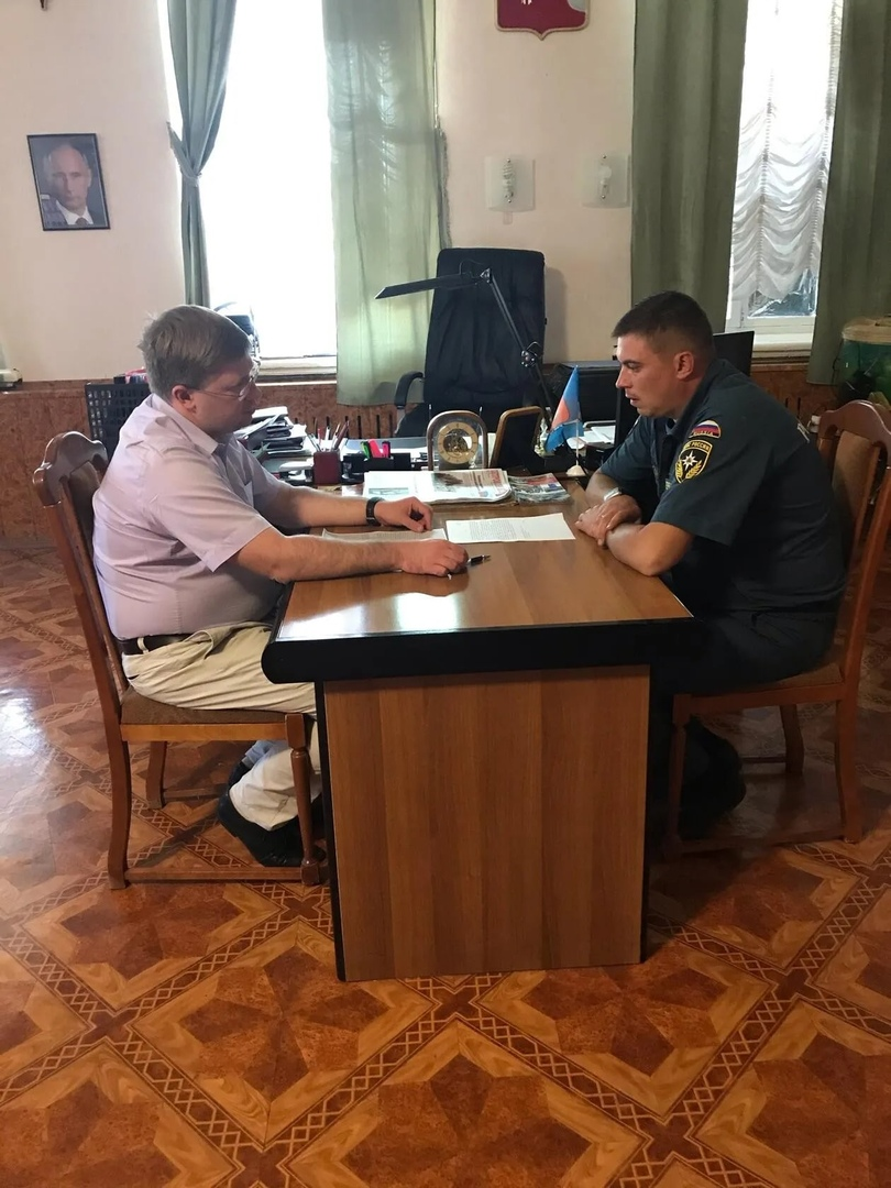 В администрации Петровского района обсудили материально-техническое оснащение пожарной части №52 по охране города Петровска