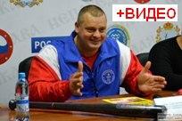 04 ноября 2013 - Александр Муромский порвал 11 справочников и установил рекорд Гиннеса в Тольятти