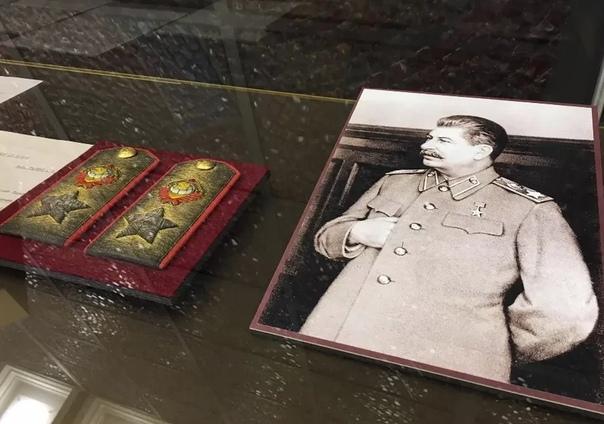 Зачем Сталин ввел погоны в 1943 году