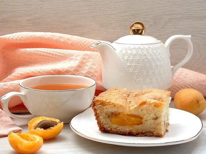 Простой домашний пирог с абрикосами Ингредиенты: Молоко —