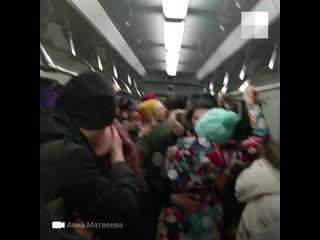 Поцелуи в метро Екатеринбурга
