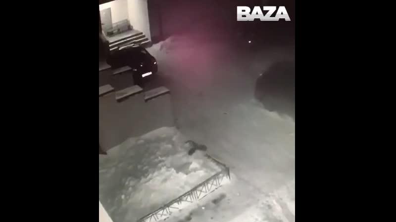 Ребенок выжил после падения из окна четвертого этажа