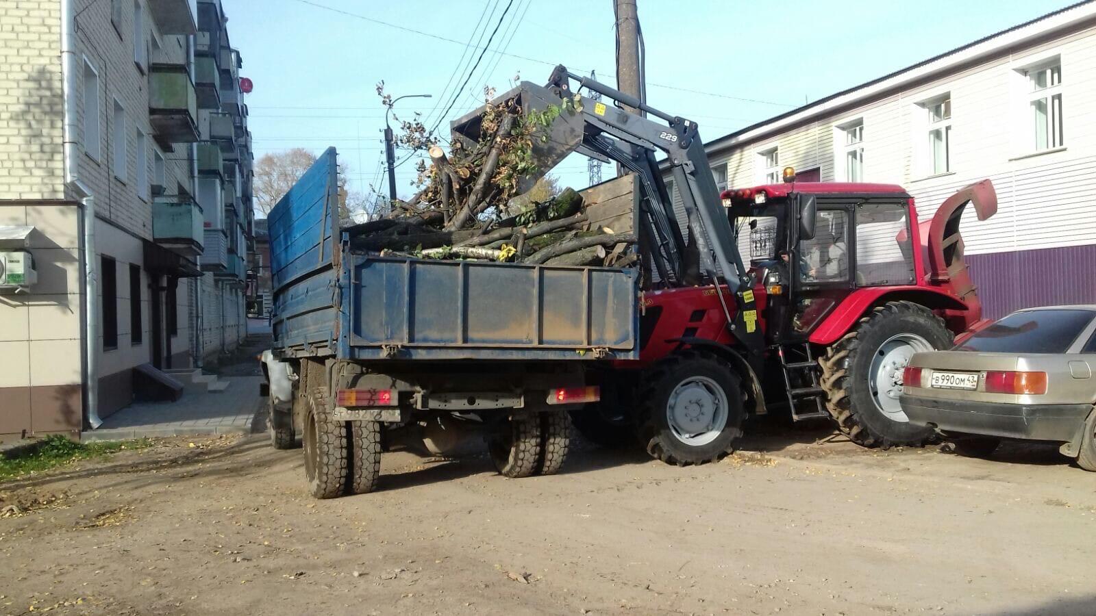 Октябрьский проспект, 34. Вывоз тюлек деревьев.