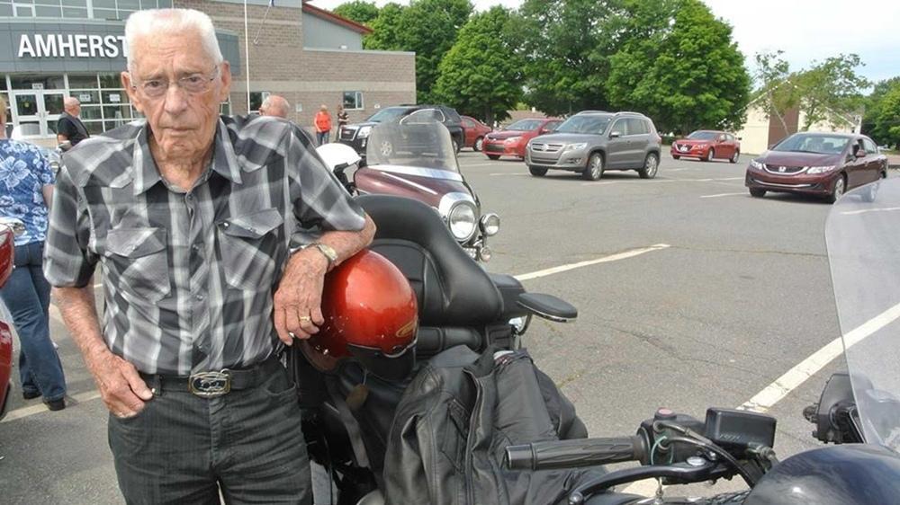 100-летний байкер всё еще в седле