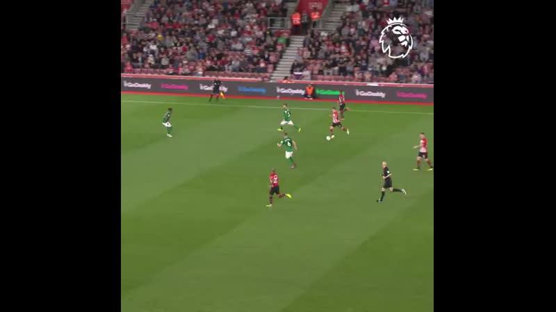 The swerve on that astonished GoalOfTheDay PL @southamptonfc 1080 X 1080 .mp4