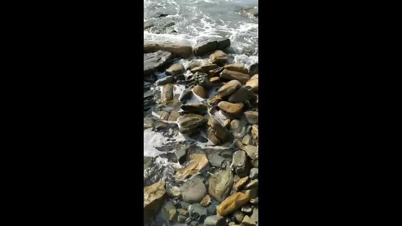 Высокий берег Большие камни Волны 11 10 2020