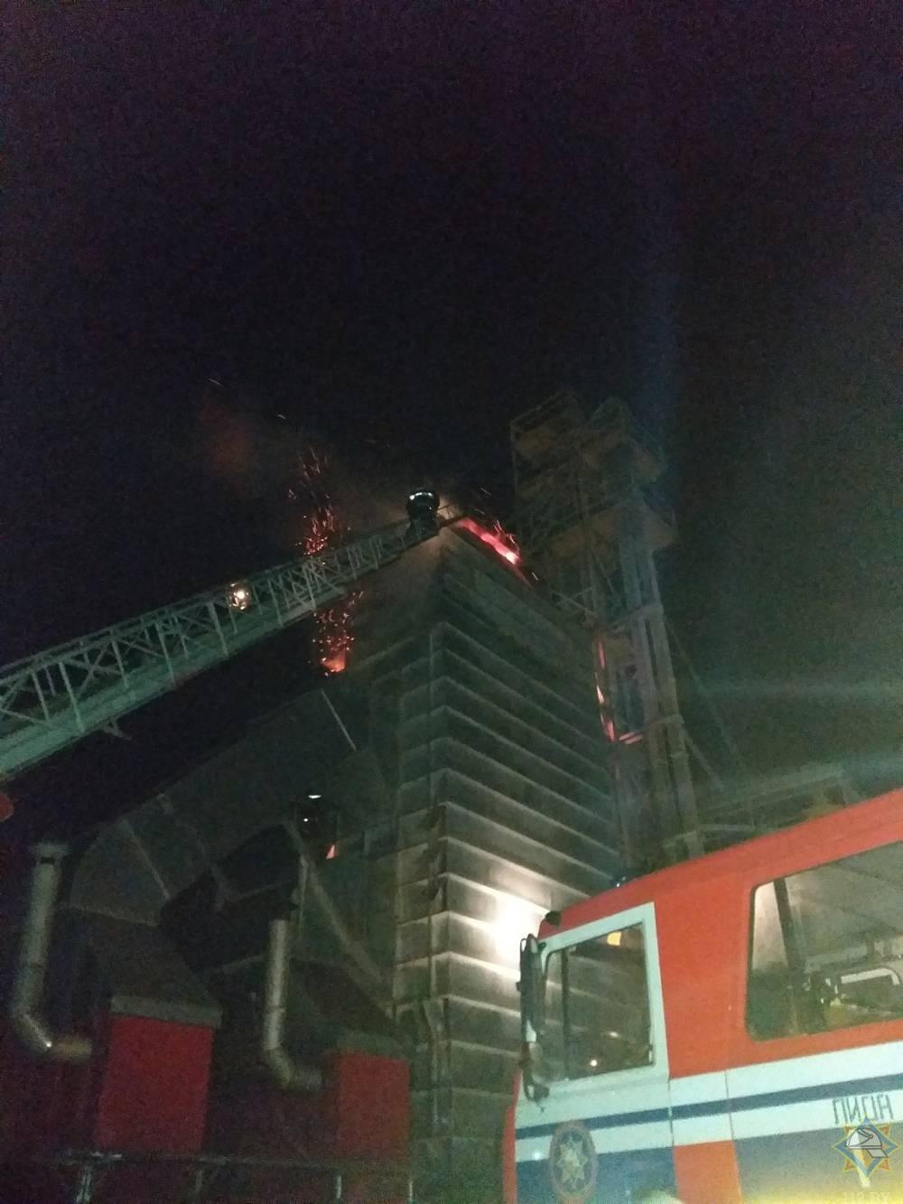 В Лидском районе горел зерносушильный комплекс.