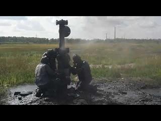 Сотрудники МЧС России устранили течь нефтепродукта с солевой водой, возникшей из-за порыва трубы