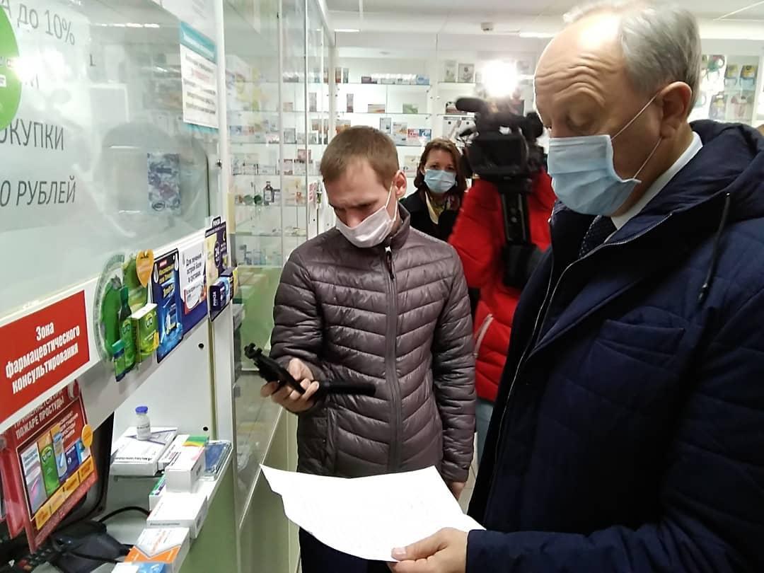 Губернатор проверил наличие лекарств в аптеках Петровска