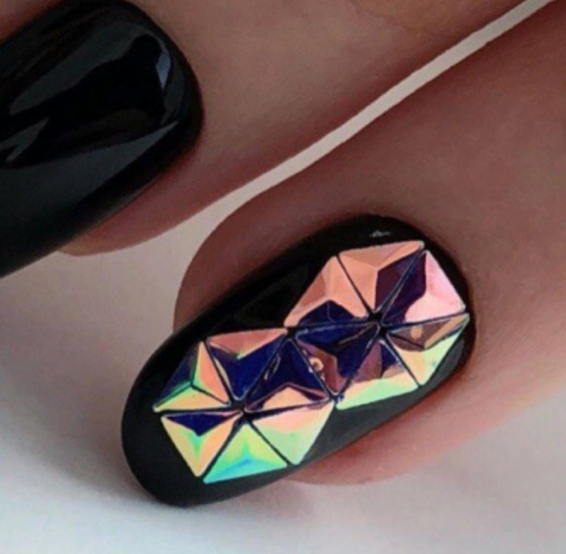 Модный маникюр с покрытием ногтей «Чешуя дракона», изображение №5