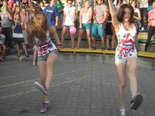 """Девчёнки, танцуют ваще нереально классно для группы """"Классные Девчонки"""""""