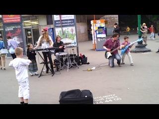 "Liza ROSS Band - ""Марионетки"" возле Московского Зоопарка:)"
