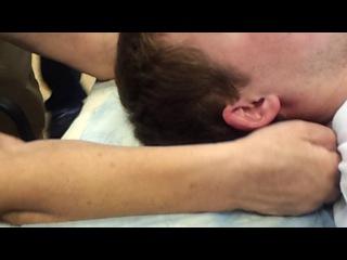 массаж шеи лежа на спине 1