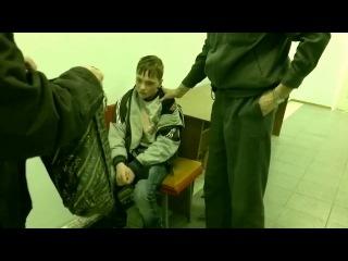 Пьяный ребенок угрожает и матерится в милиции.