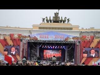 День Победы Дворцовая Поёт Победитель второго сезона шоу Голос Сергей Волчков