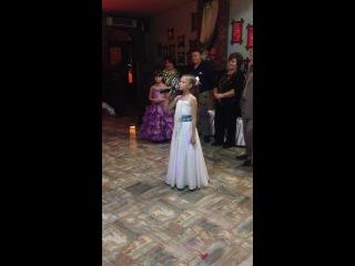 Моя доченька Катюша читает стих на свадьбе у двоюродной сестры