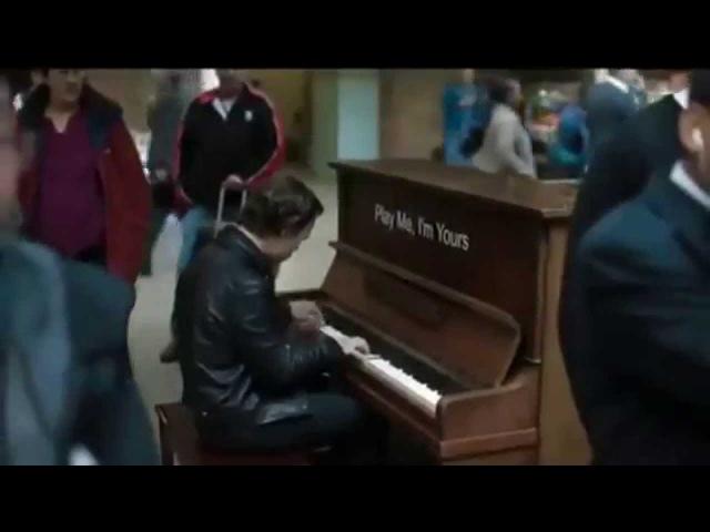 Профессионал пианист поиграл на случайно попавшемся пианино