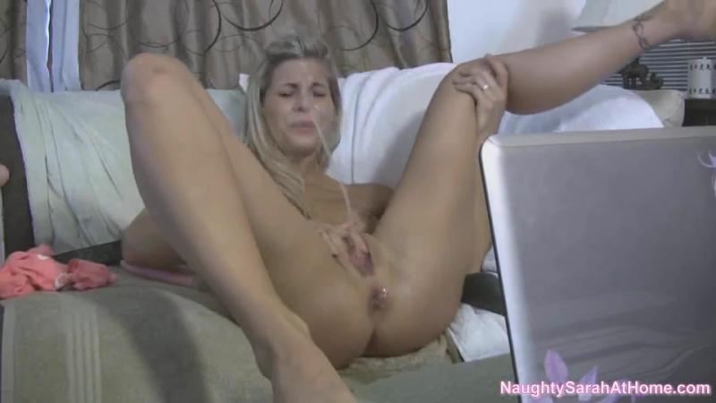 Смотреть онлайн Довел молодую красивую русскую жену Лену в чулках до оргазма бесплатно