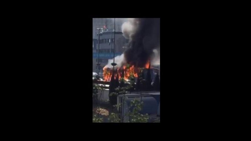 İstanbul'da metrobüs yangını Periscope'dan canlı yayınlandı