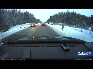 Горящий двигатель из разбитого Opel влетел в бензовоз