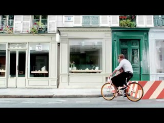 """Саймон Бейкер в рекламном ролике для нового аромата от Givenchy """"Gentlemen Only Casual Chic"""""""