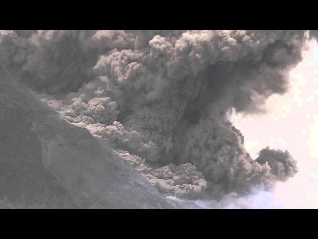 Luncuran Awan Panas debu disertai batuan Gunung Sinabung Tanggal 11 Januari 2014