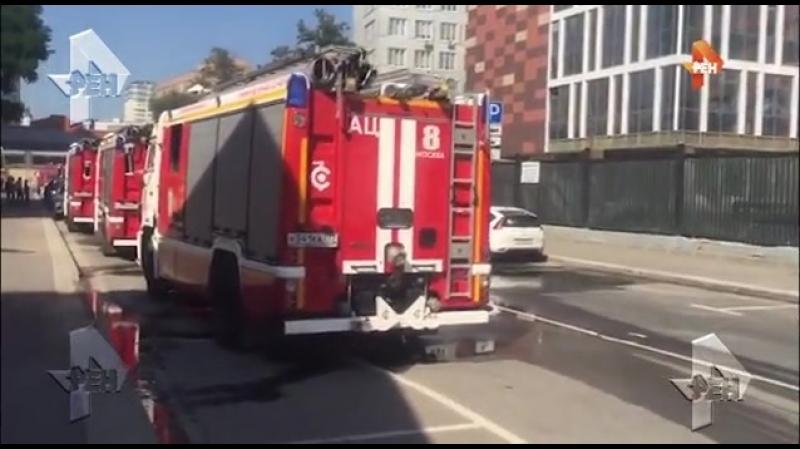 Видео с места пожара в новостройке в центре Москвы
