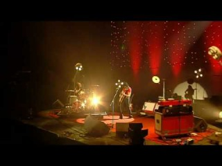 The White Stripes - I Want To Be The Boy To Warm Your Mothers Heart. Reading Festival 2004. 6/12