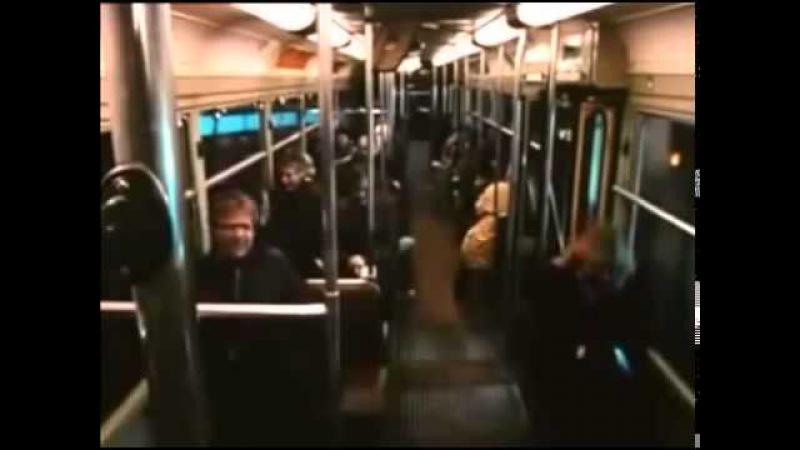 Через минуту весь угрюмый вагон не смеялся, а просто хохотал