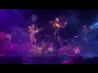 Lana Del Rey – Off to the Races (Live @ «Mandalay Bay Events Center» / «LA To The Moon Tour»)