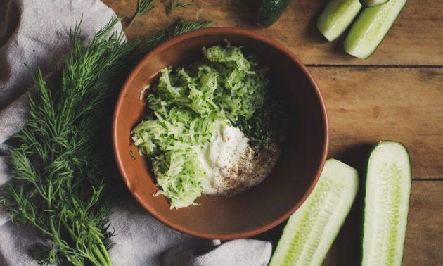 Как приготовить гирос с курицей и йогуртовым соусом, изображение №5