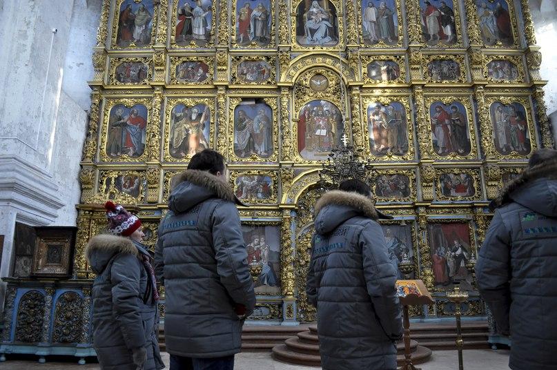 Гости в Введенском соборе.
