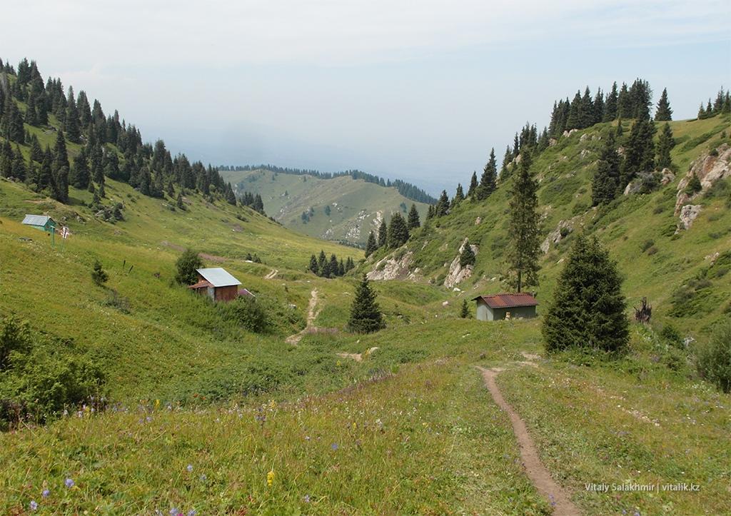 Общий вид гор, дорога на Кок-Жайляу