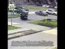На перекрестке в Казани две машины не поделили дорогу