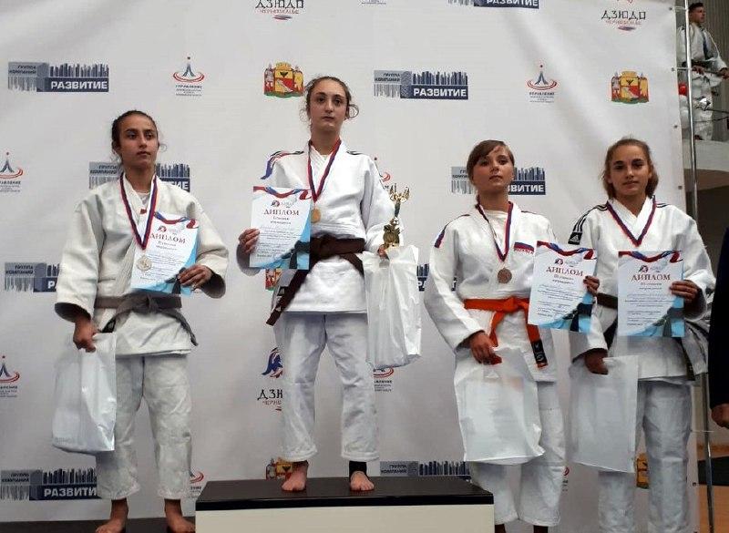 Два золота и две бронзы привезли спортсменки из Савеловского с соревнований в Воронеже