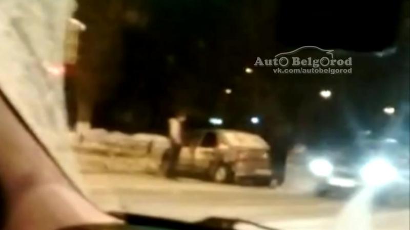Последствия ДТП на пересечении улиц Губкина и Шаландина