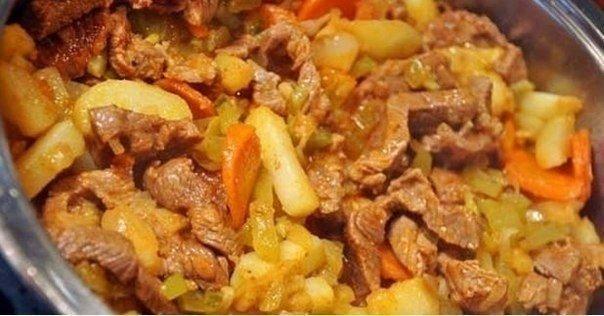 очень вкусное мясное азу. ингредиенты: мясо говядина, свинина и даже курица (любое) 150 гр. огурца маринованного или соленного 150 гр. помидоры или томатная паста 100 гр. моркови большая головка