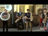 АТАС ТВ - Шоу на духовых инструментах, оркестр на улице города - Московская весна