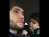 Выгнал брата из машины за песню 😂