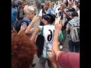 Vídeo mostra Caco Barcellos sendo hostilizado e agredido por manifestantes no Rio de Janeiro