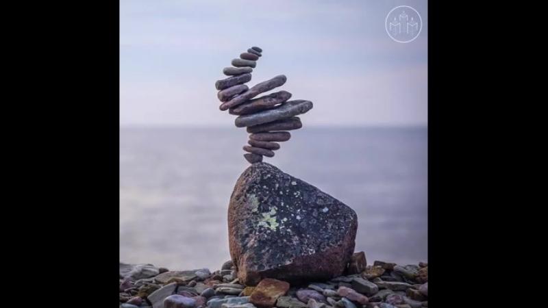 Шведский художник Понтус Янссон (Pontus Jansson) создает скульптуры из балансирующих камней