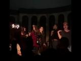 Cherry (Лана и ребята поют и танцуют в «The Peppermint Club»)