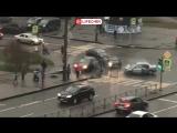 На мать с ребенком упал светофор в Санкт-Петербурге