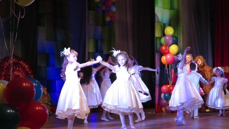 Поющие Волшебники Светлячок соло Риана Омербаева май 2018г. ДКСМ Звездный