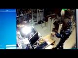 В Домодедово охранник украл из секс-шопа резиновый член: видео