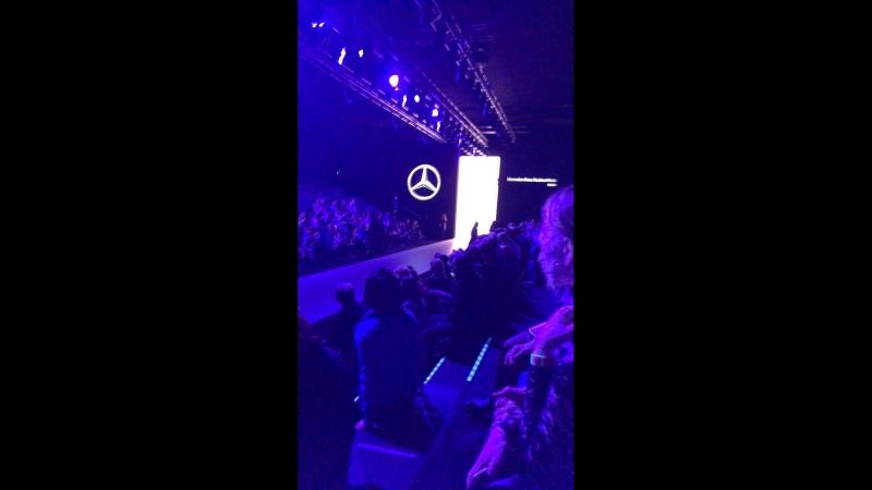 Art Fashion Krisrina Kibovskaya - Mercedes Benz Fashion Week 11032018